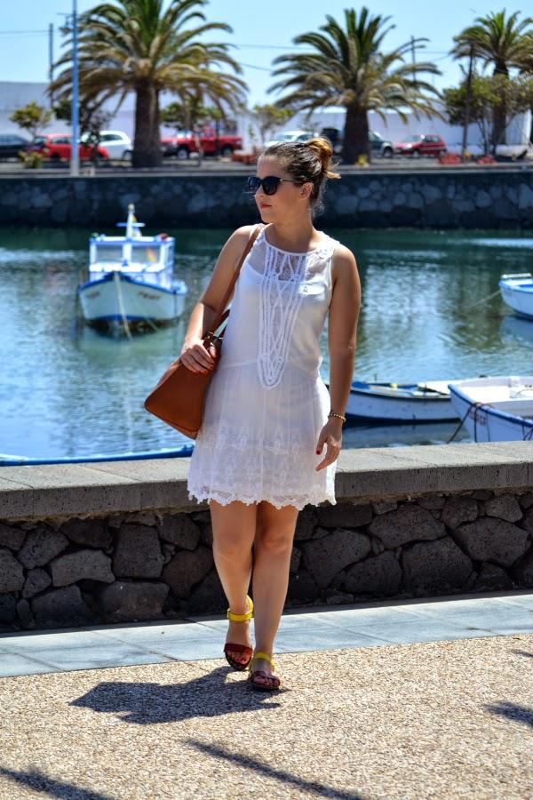 look_outfit_vestido_blanco_crochet_encaje_sandalias_bicolor_nudelolablog_04