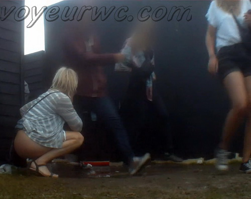 Rock Festival Piss 2015_146 (Urgent Piss at Rock Concert Voyeur)