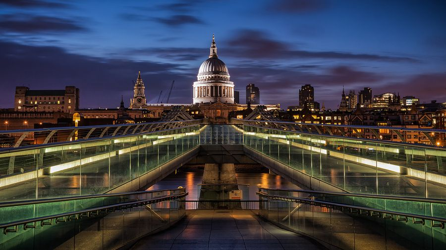 4. Symmetries of London by Panta Rei Photo
