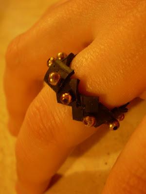gyűrű bicikli gumibelsőből gyöngyökkel