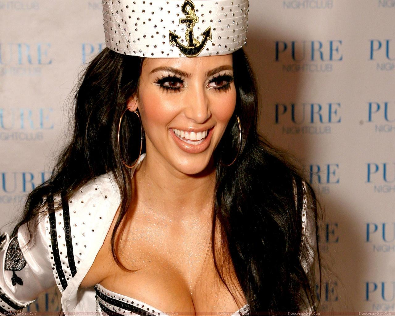http://1.bp.blogspot.com/-ACsrxxFErXg/T4AShx64NII/AAAAAAAAA2c/qeayhGnejTY/s1600/kim+kardashian+hot+4.jpg