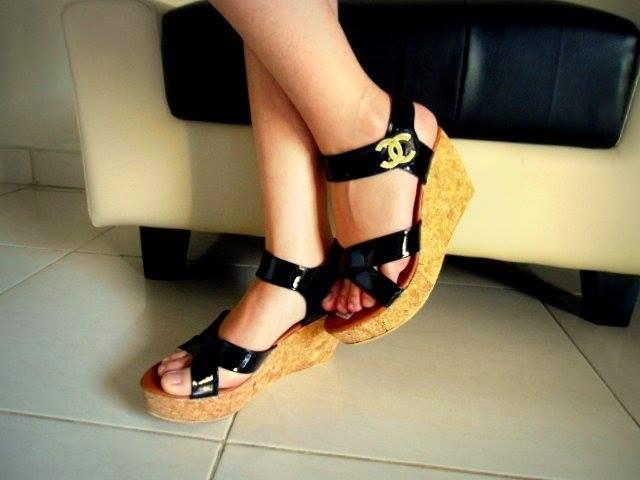 Sepatu Cewek Heel Sepatu Cewek Heel Simple Wedges Black