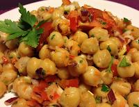 Salada de Grão-de-Bico com Tomate, Cenoura e Pimentão (vegana)