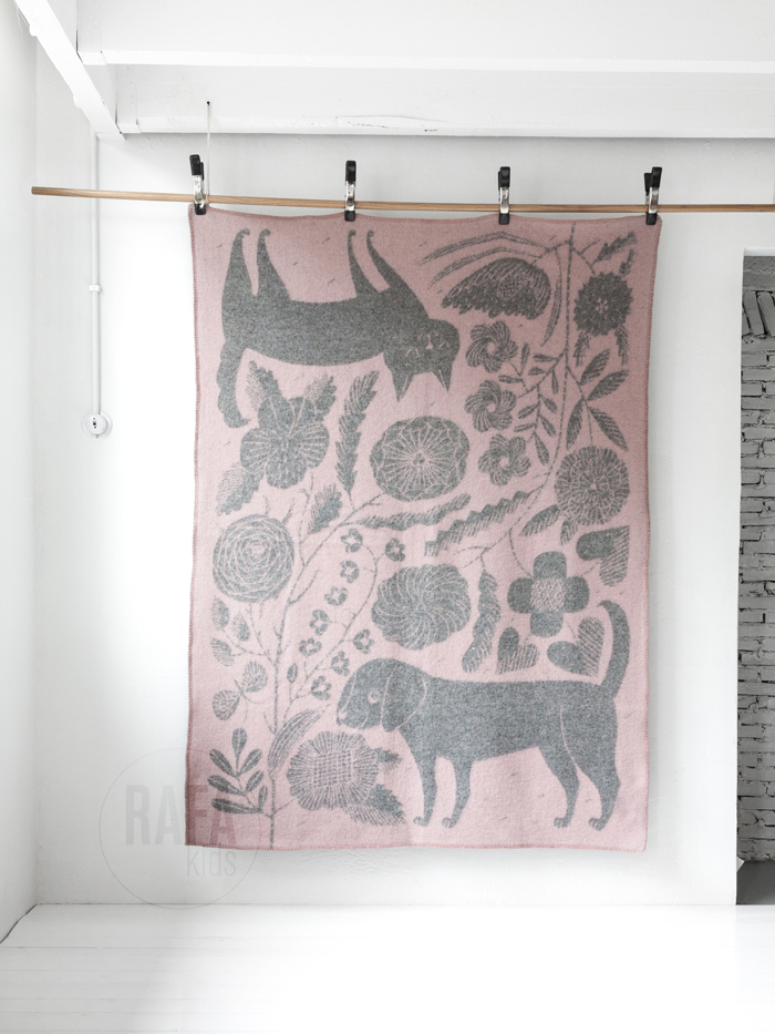cat and dog wool blanket pink grey at Rafa-kids