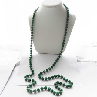 Long hong kong necklace in green