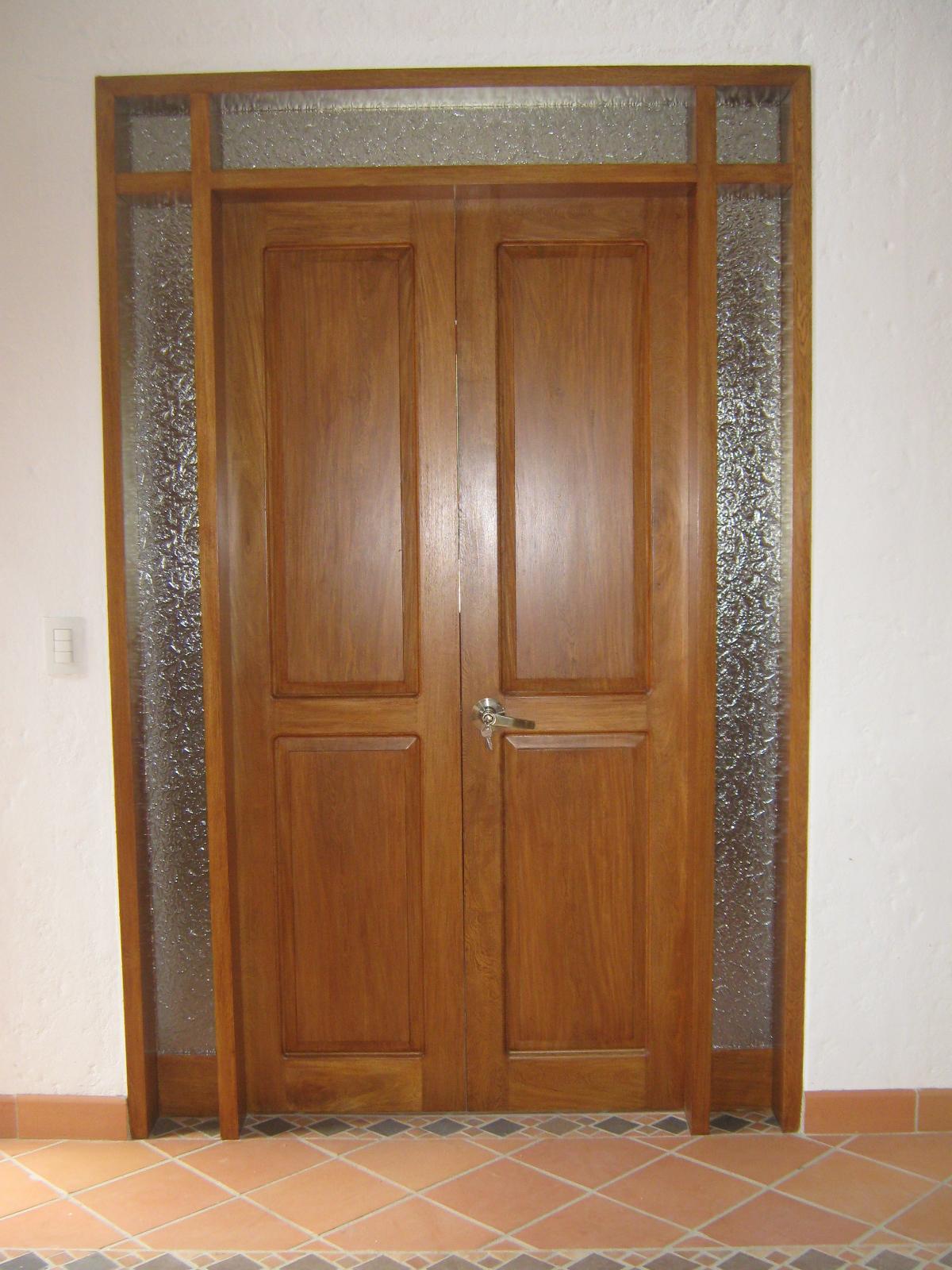 Puertas y cocinas medellin casa finca el retiro for Puertas para cocina integral