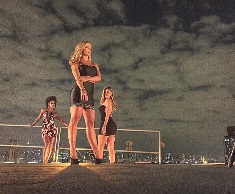Que trio é esse? Ivi Pizzott, Ju Valcézia e Ana Paula Guedes esbanjam sensualidade em ensaio