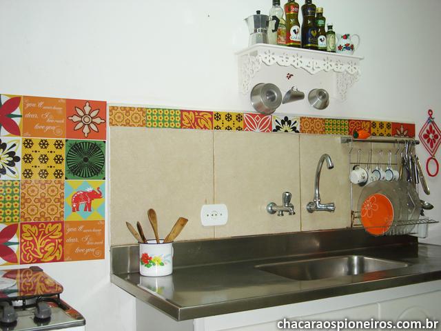 Transformando a cozinha com adesivos azulejos