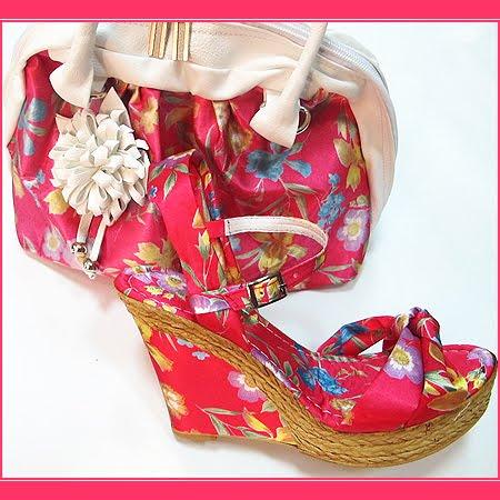 Комплект чанта и сандали на цветя в червено