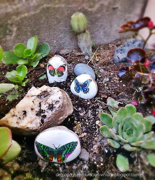 Piedras con mariposas para decorar el jard n aprender - Decorar el jardin con piedras ...