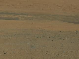 Первые цветные снимки марсохода  Curiosity с места приземления в кратере Гейла.