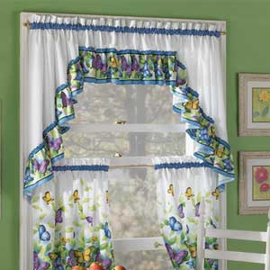 Decoraci n de interiores decora la ventana de la cocina for Disenos de cortinas para cocinas modernas
