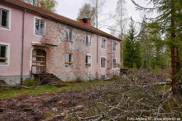 förfallna hus, mitt ute i skogen, värmland, arbetarbostäder, hyreshus, invandrarförläggning