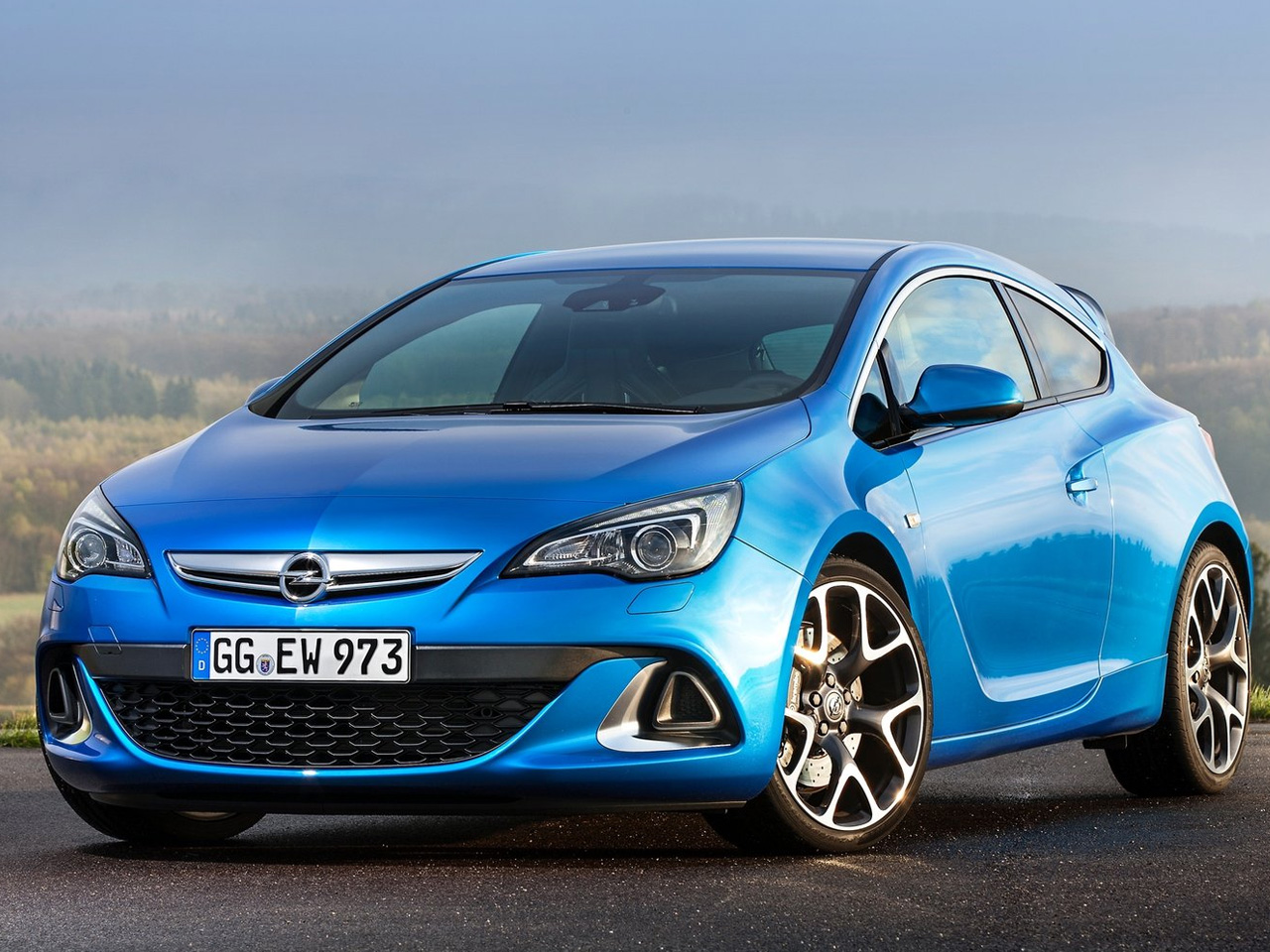 Opel astra opc 2013 carracos pinterest for Interieur astra h opc