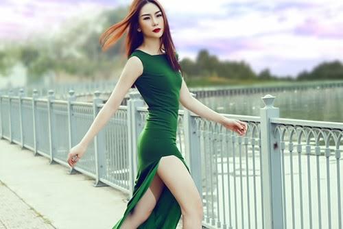 Mẫu Việt rực rỡ khoe lưng trần