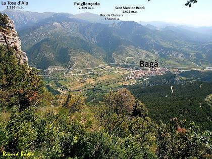 Bagà amb els cims que l'envolten tot baixant des de la Roca Tiraval. Autor: Ricard Badia