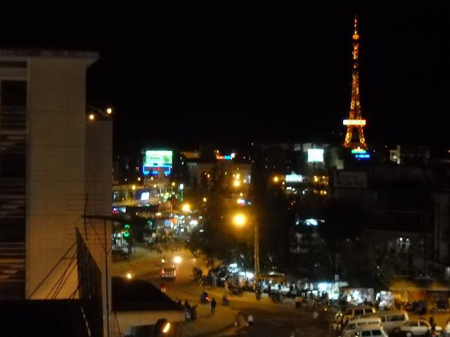 Noche sobre Dalat