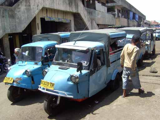 Kendaraan Roda Tiga Bemo