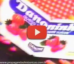 """Propaganda do Danoninho no final dos anos 80 com famoso jingle """"Me dá Danoninho, dá"""""""