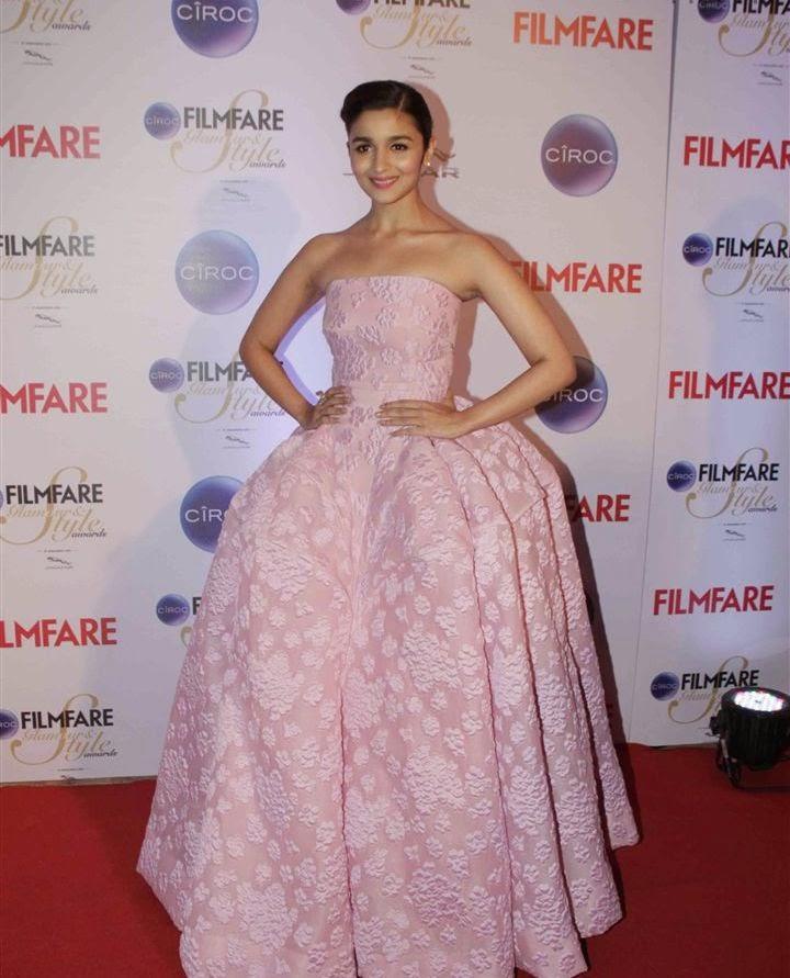Alia Bhatt Stills at The Filmfare Glamour and Style Awards 2015 Photos