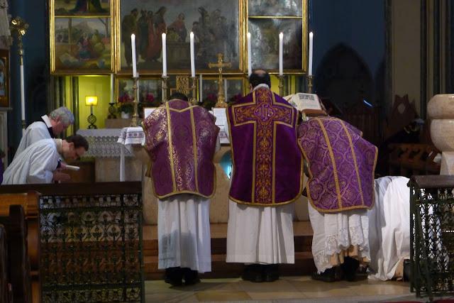 http://1.bp.blogspot.com/-AGcwf6M64fQ/UMKASSjcD9I/AAAAAAAAFiE/BIIr11isZbM/s640/CATHOLICVS-Santa-Misa-Budapest-Holy-Mass-2.jpg