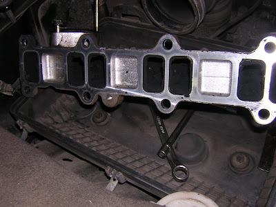 ремонт дизелей mitsubishi снятый впускной коллектор.