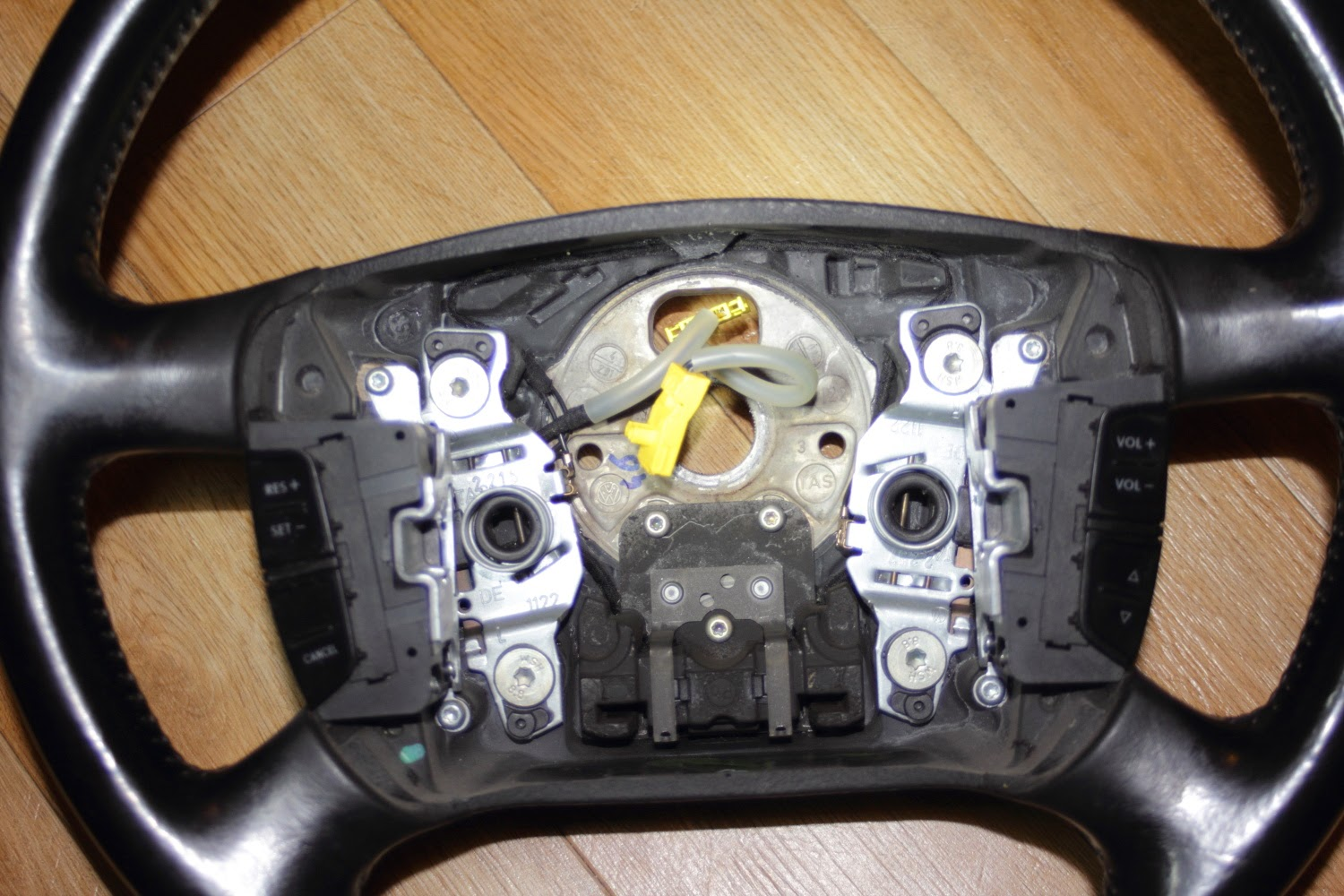VW Golf MK4 Steering wheel with airbag removed