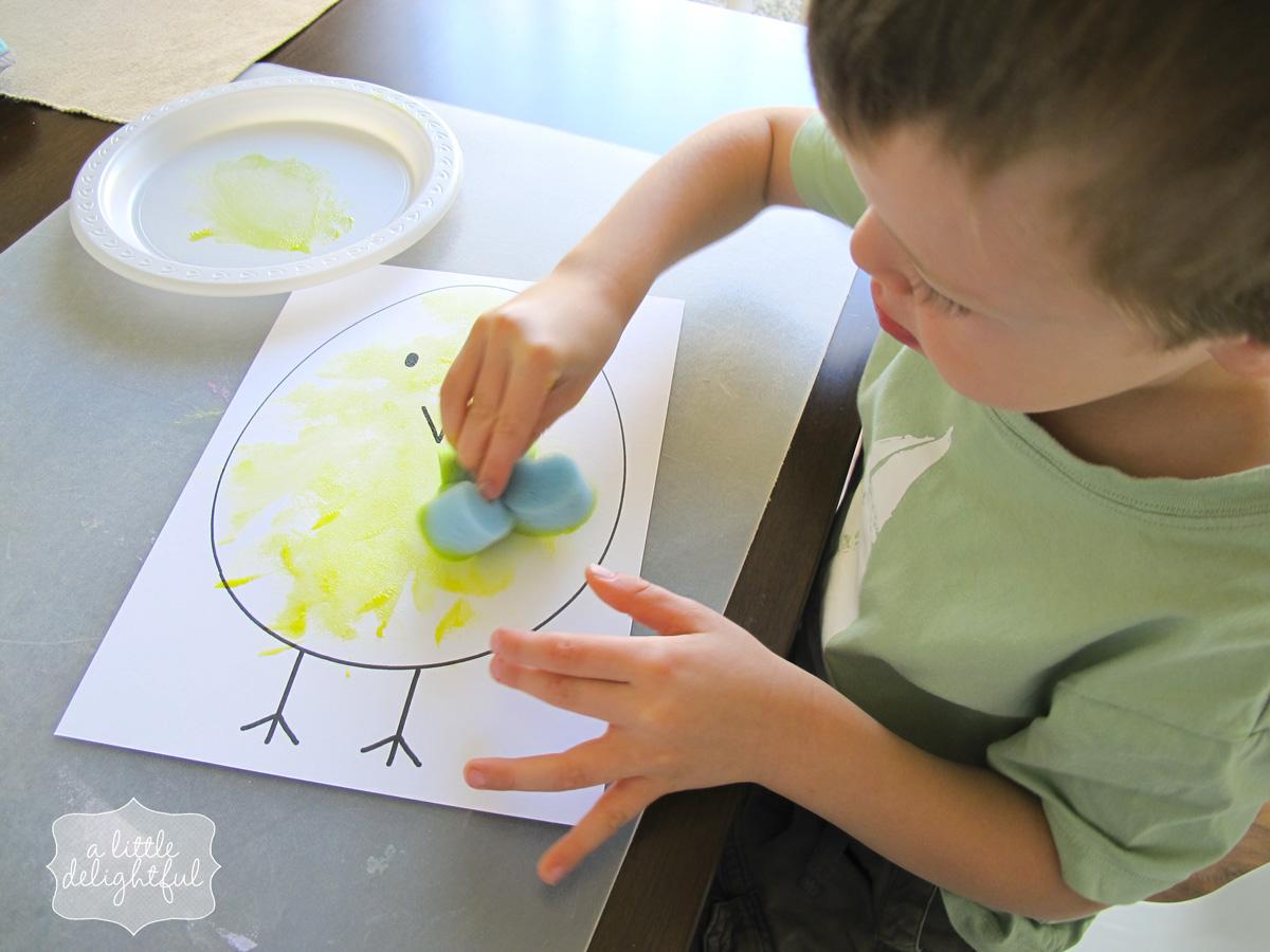 How to sponge paint easter eggs