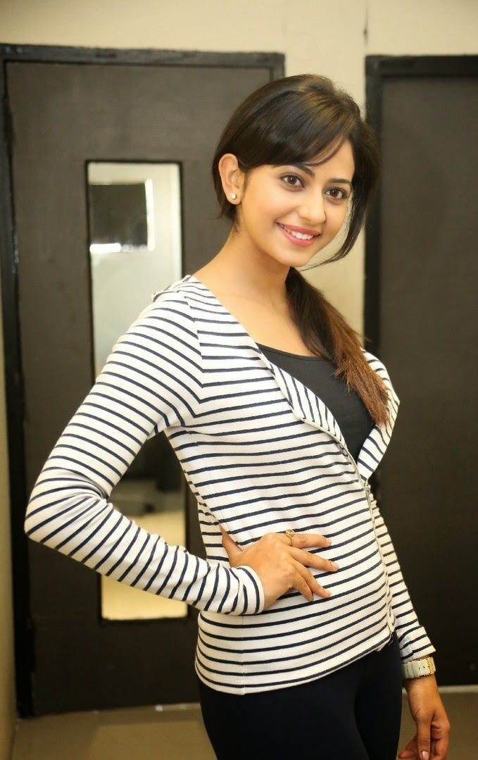 rakul preet singh cute wallpaper