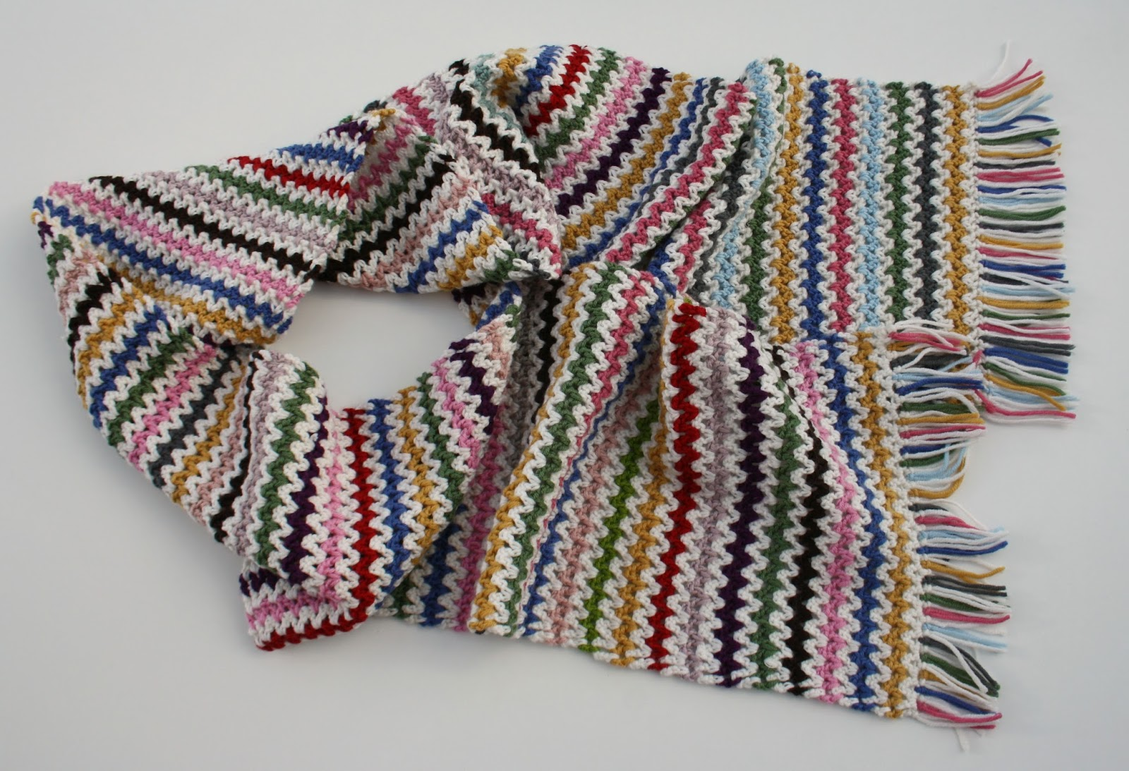 Tales from a happy house.: V-Stitch Scarf