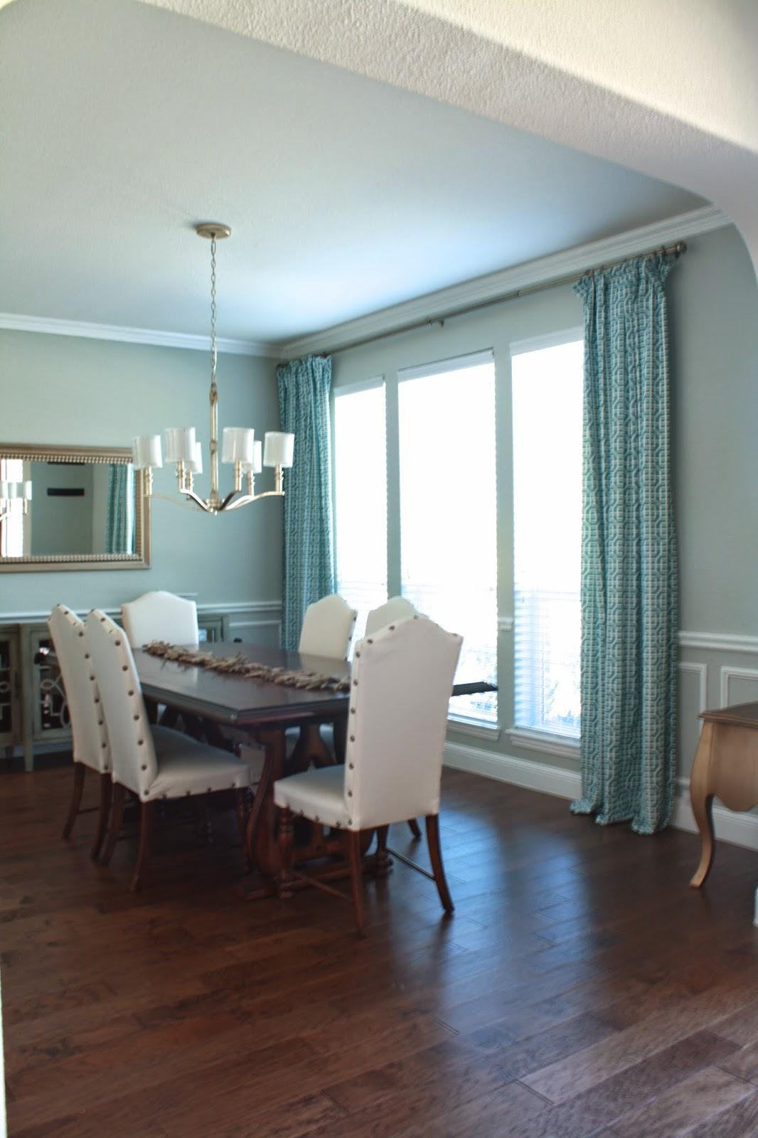 Urban Farmhouse: Tablecloth Curtains