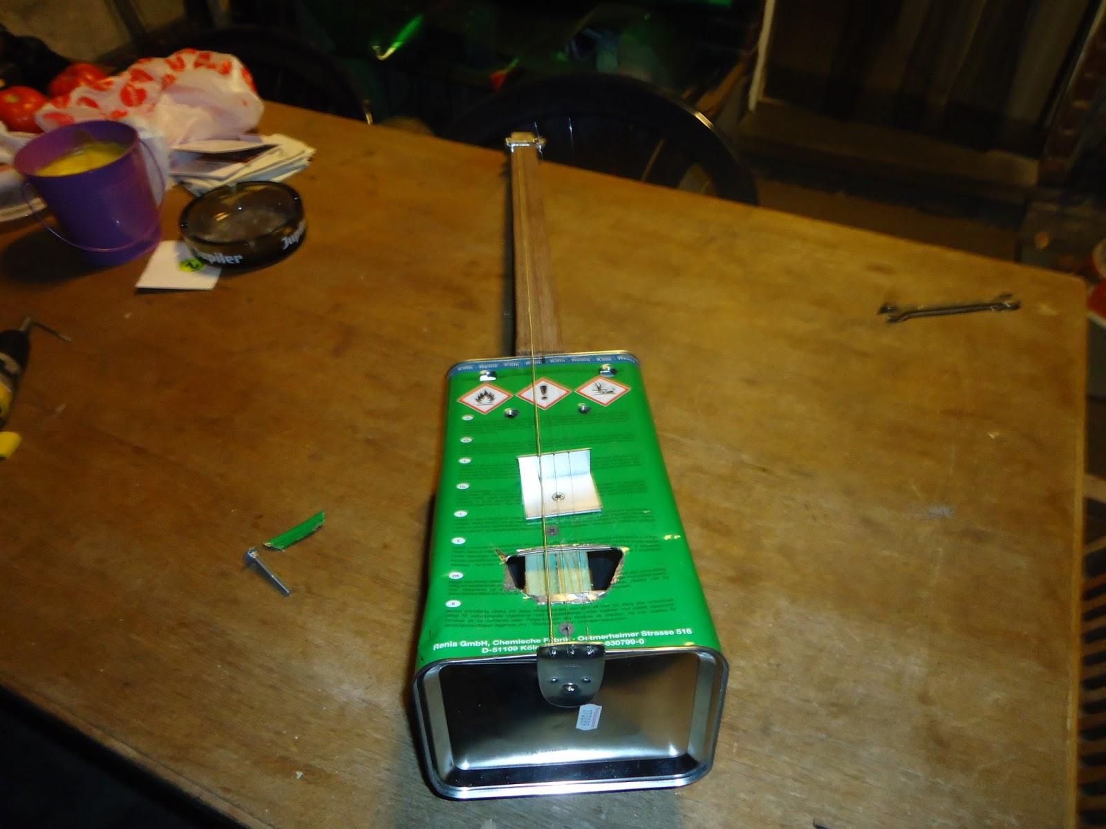 Présentez-nous vos Cigar Box Guitare DSC01987