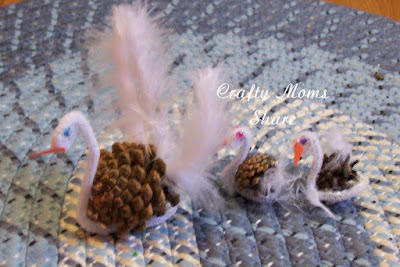 http://craftymomsshare.blogspot.com/2012/03/more-duck-swan-crafts-and-gift.html
