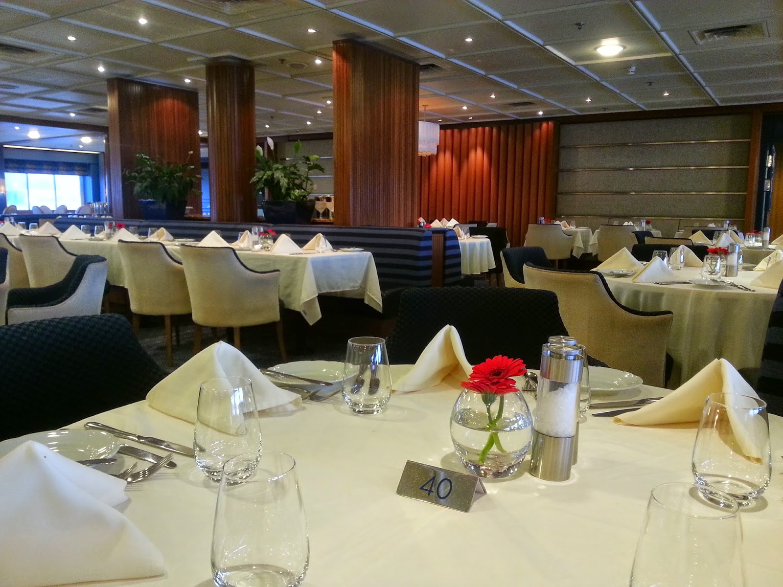 Cruise Ship Saga Pearl II - Main Dining Room