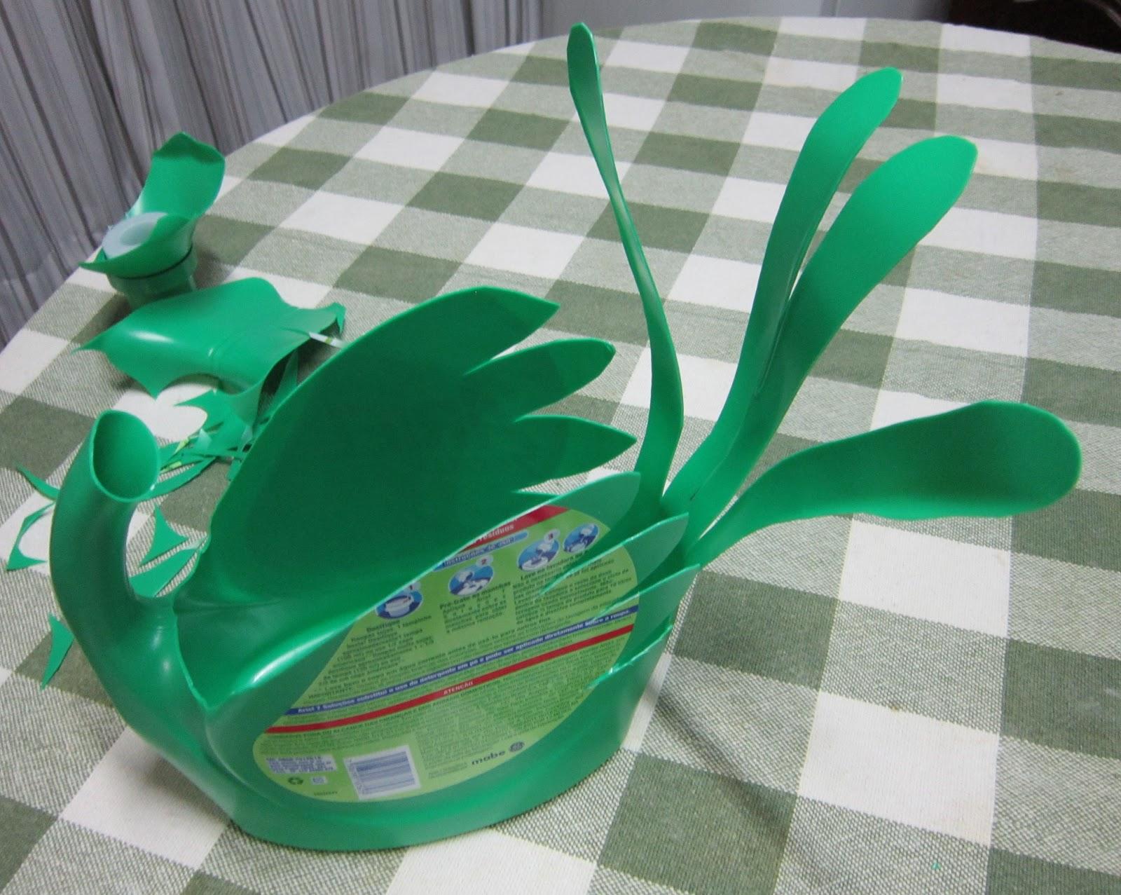 Как сделать из пластмассовых бутылок лебедей