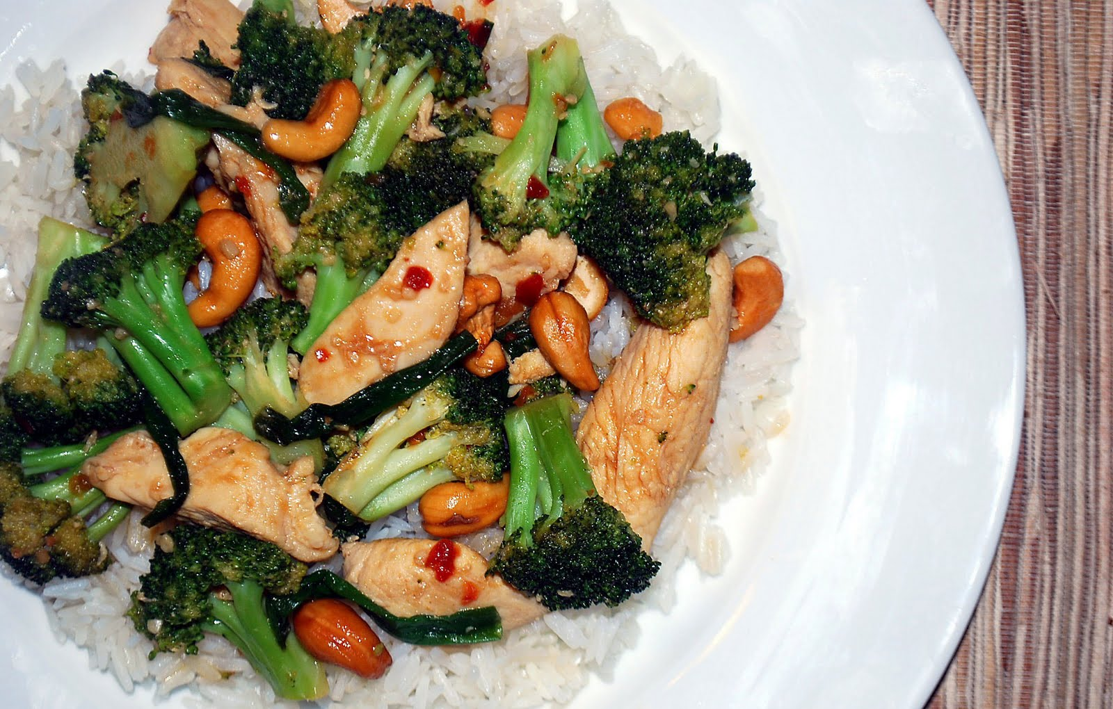 Lucy's Ladle: Spicy Cashew Chicken and Broccoli