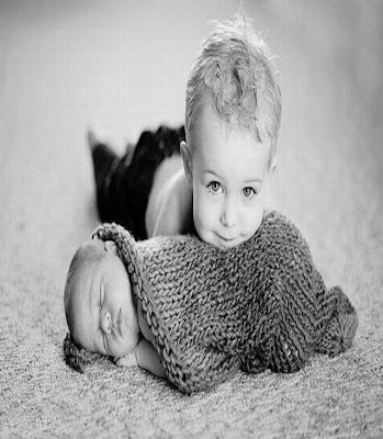 photos en noir et blanc pour des bébés qui dorment