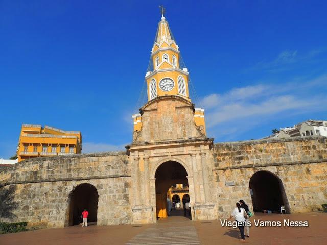 Entrada principal para a cidade murada, Torre do Relógio