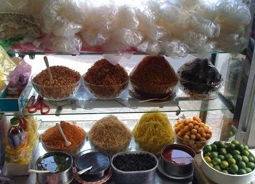 Vietnamese Mixed Rice Paper Street Food (Banh Trang Tron)2