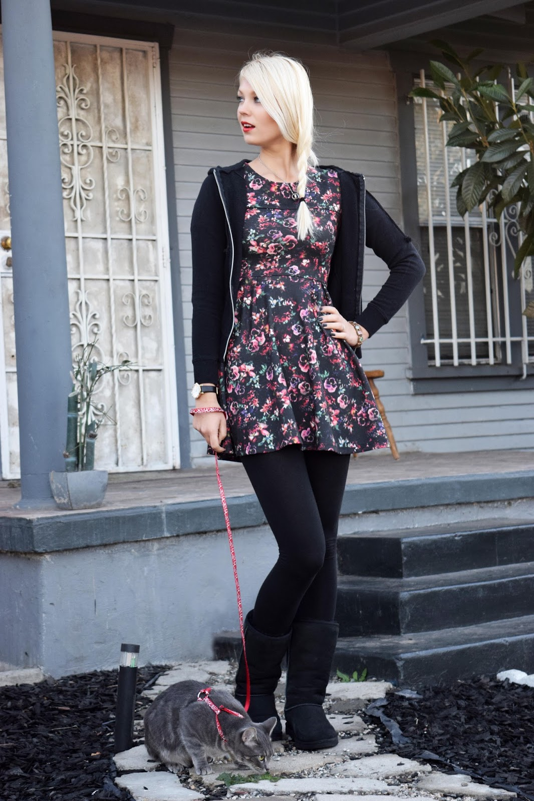 Turkey day, ootd, thanksgiving look, thanksgiving outfit, floral dress, black ugg