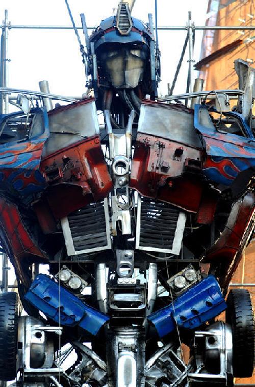 Patung Autobots Optimus Prime Tertinggi Di Dunia