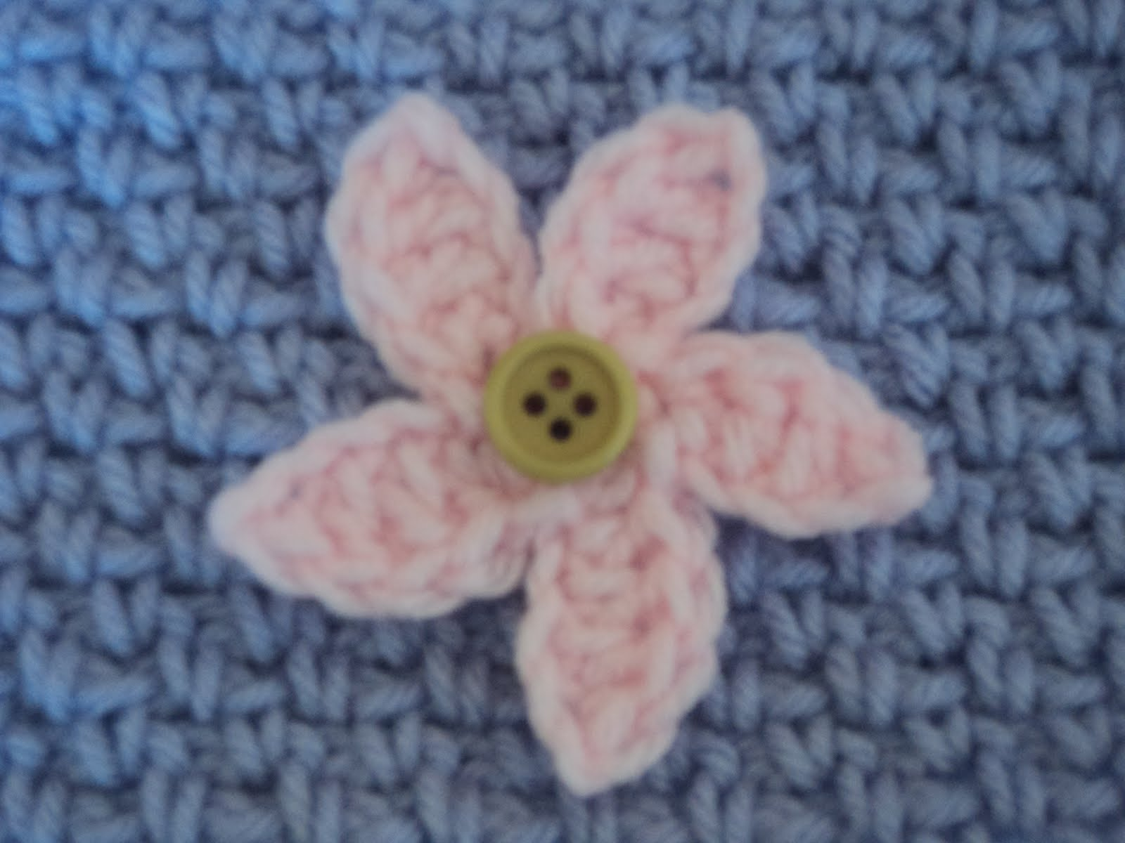 Simple Crochet Flower Free Pattern : Cute Little Crafts: Free Crochet Pattern:Two simple flowers