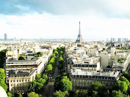 menara Eiffel di Prancis