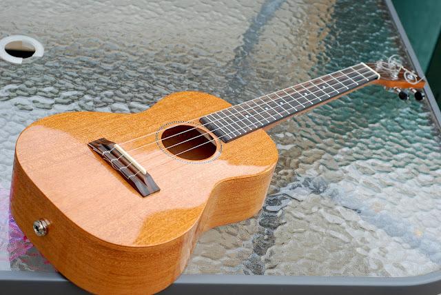 Pono MTD-E tenor ukulele