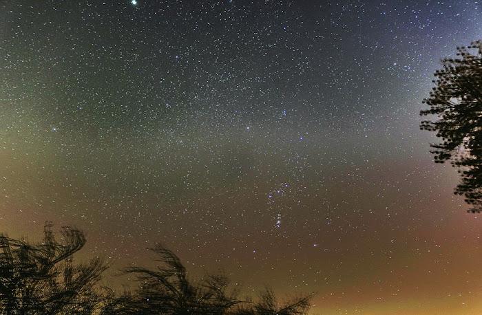 Chòm sao Orion & Monoceros vào đêm 1 tháng 2 năm 2014 bởi Pixel Universe Photography trên Flickr.