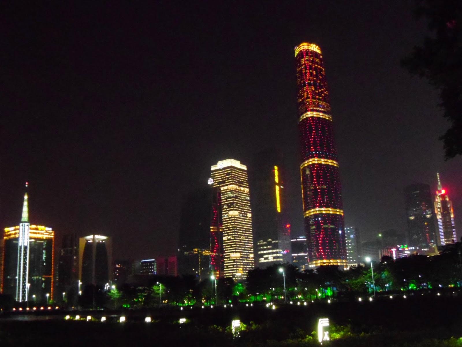 Como são as ruas da China: prédios modernos em Guangzhou