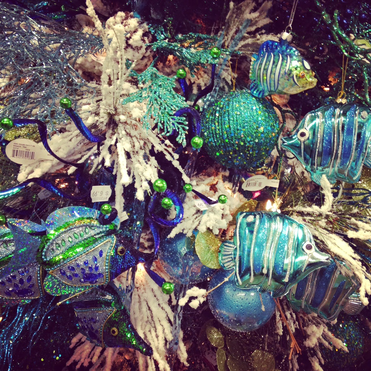 Girl It Up!: Christmas Tree Decorating Trends 2014