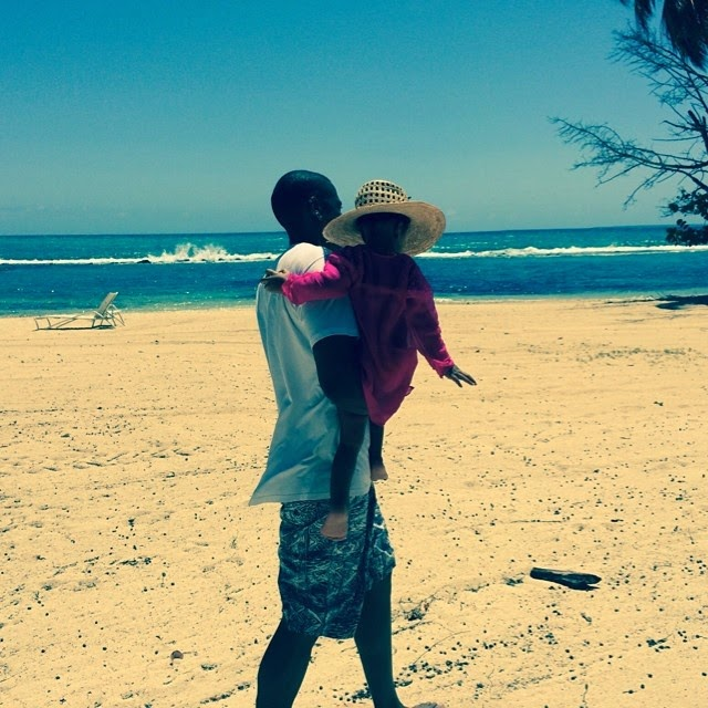 Jay z and Blue Ivy at the beach