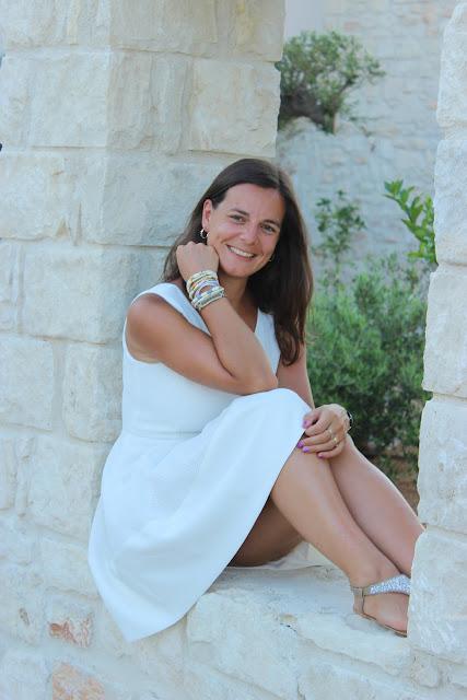 soirée blanche ostria beach hotel crète, bracelet bonnie hipanema, robe blanche suncoo