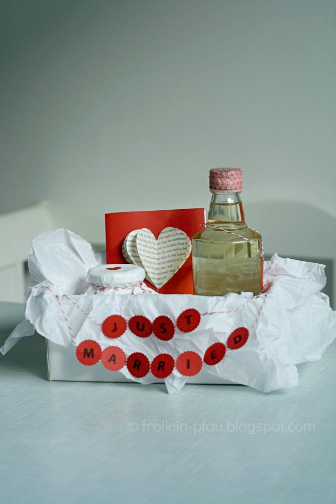 Hochzeit, Hochtzeitsgeschenk selbstgemacht, DIY, Heirat, Creadienstag, Liebe, selbstgemachte Hochzeitskarte, Glückwunschkarte, Valentistag, kleines Geschenk, just married